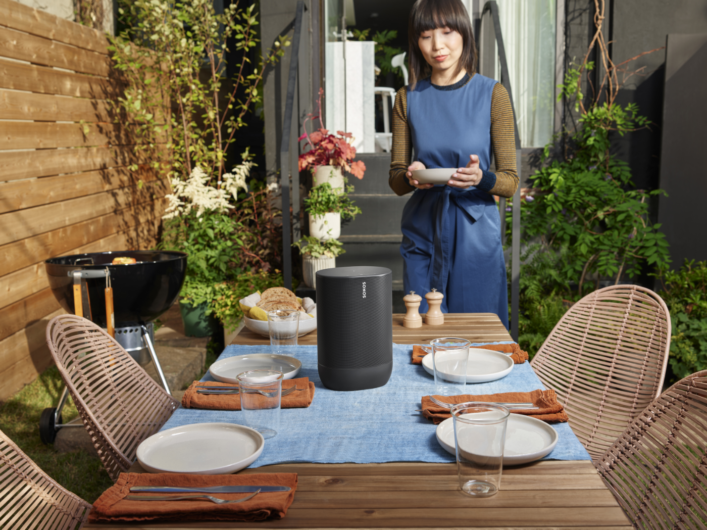 Move_Black-Lifestyle-Urban_Apartment__Outdoor_Dining-with_Cast-Q3FY20_MST-MST_JPEG_fid109371