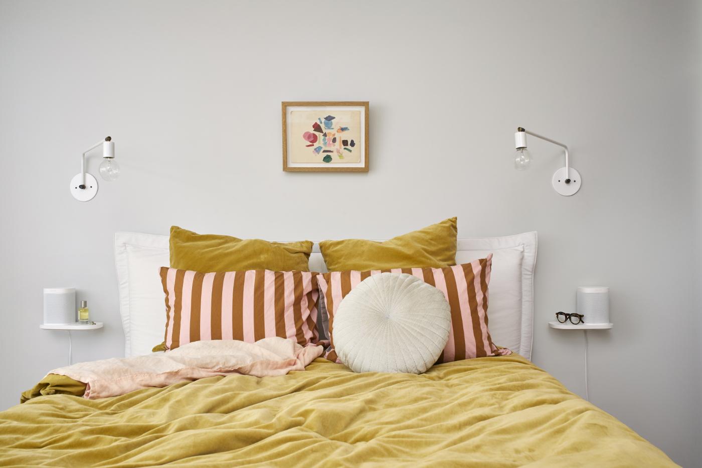 Sonos_Accessories_Shelf-White-Lifestyle_Shot-Bedroom-Q1FY19_Core_Creative_MST-MST_JPEG_fid23718