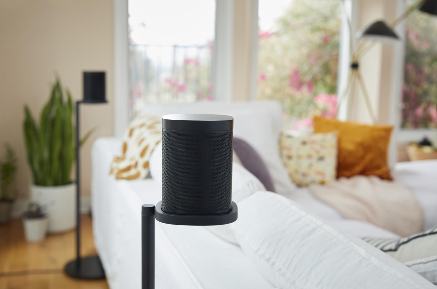 Sonos_Accessories_Stand-Black-Lifestyle_Shot-Living_Room-Q1FY19_Core_Creative_MST-MST_JPEG_fid23715