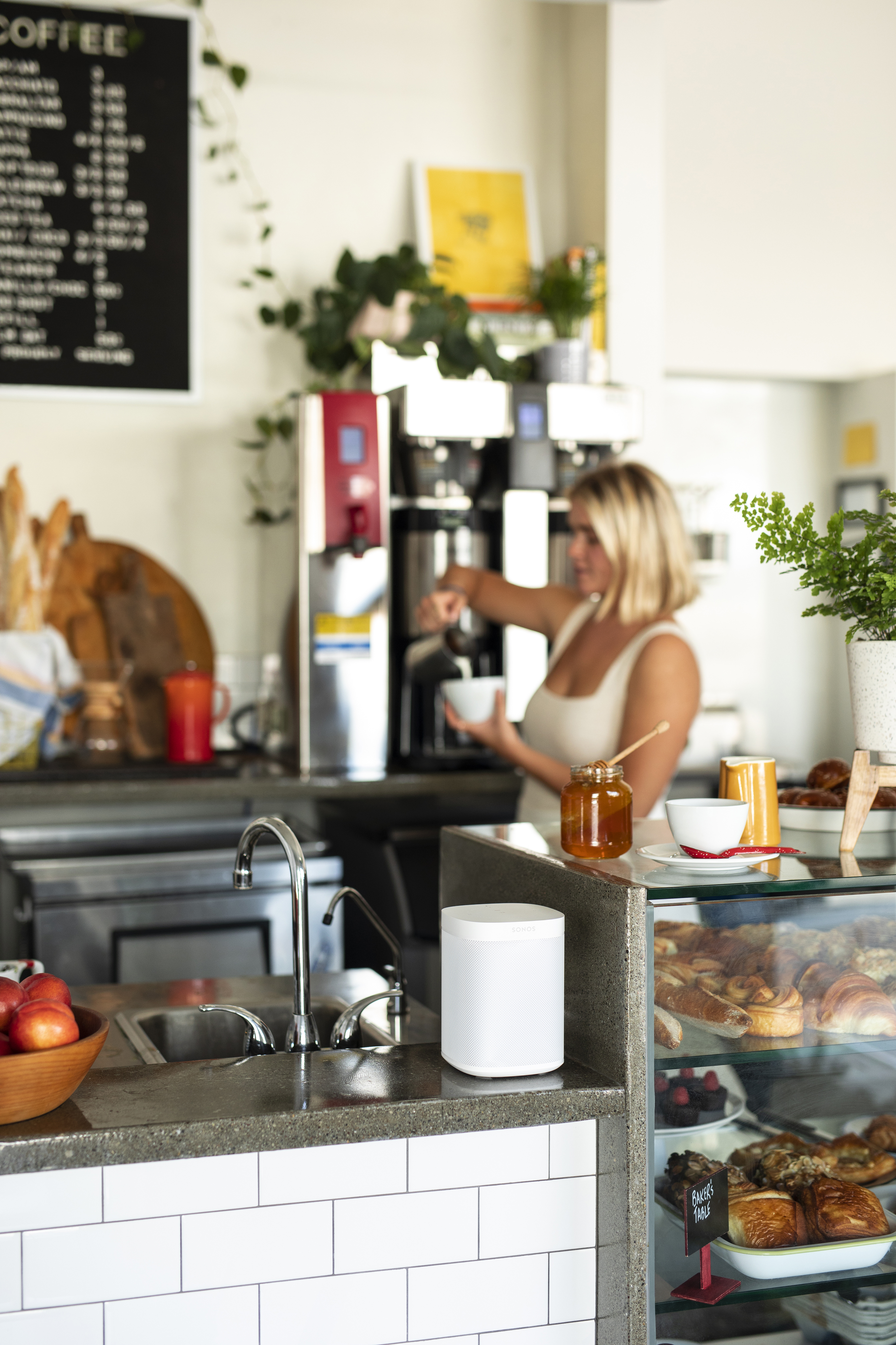 One_White-Lifestyle-At_Home_With_Sonos__Small_Business-Q2FY20_MST-MST_JPEG_fid88820